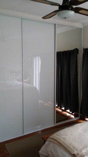 Framed-sliding-wardrobe-door-perth-painted-ultra-white-glass-and-mirror-120